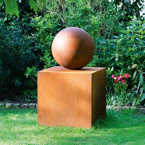 Gartenskulptur »Goethes Stein des guten Glücks«.
