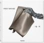 Issey Miyake. Vorzugsausgabe mit von Miyake entworfener Büchertasche. Bild 1